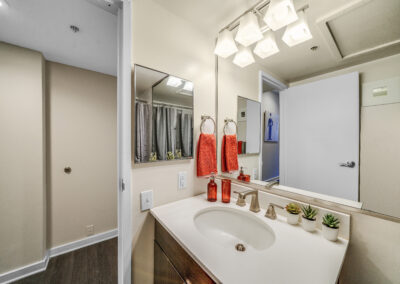 Chocolate Works apartments bathroom
